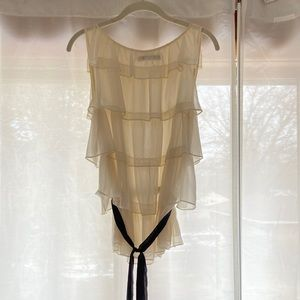 The limited sleeveless blouse - airy and flowy